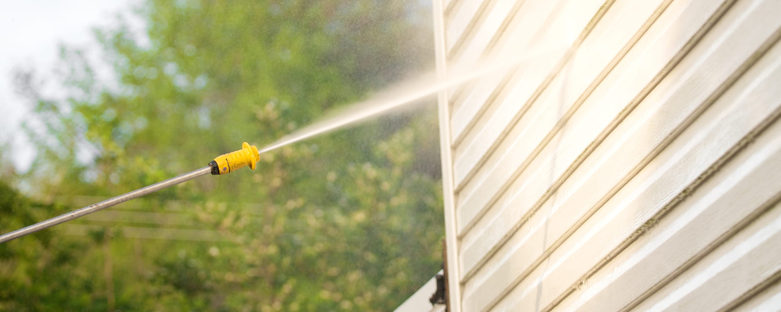 Vinyl_Siding_Cleaning_Maintenance_2500x1000.jpg