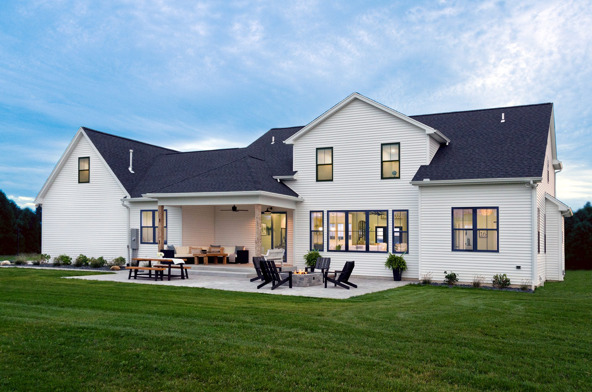 Modern: Farmhouse - Vinyl Siding Institute - VSI on House Siding Ideas  id=24059